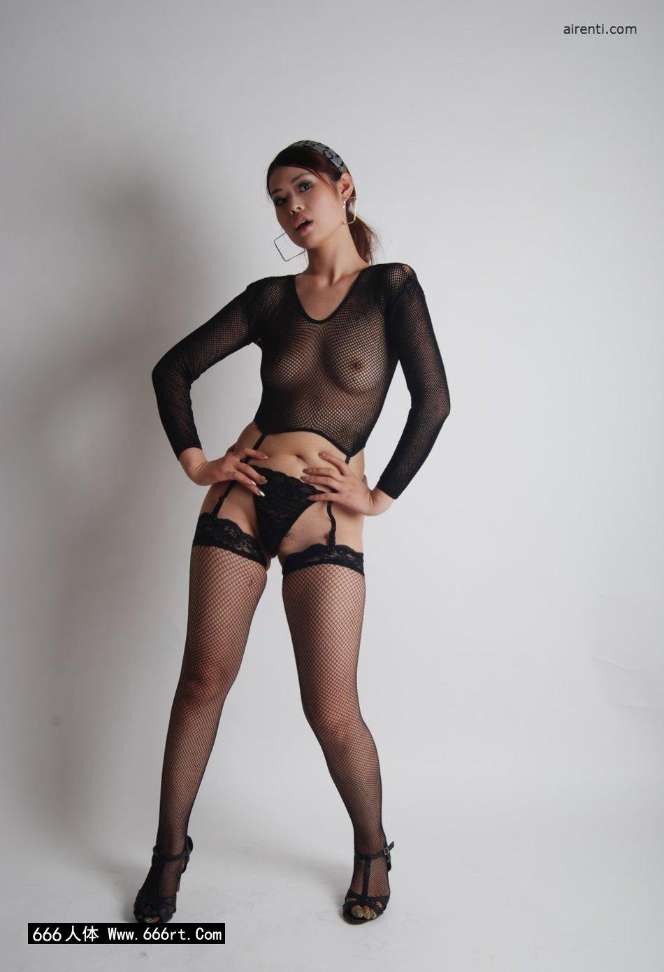 丰腴少女小倩棚拍美丽黑丝网衣
