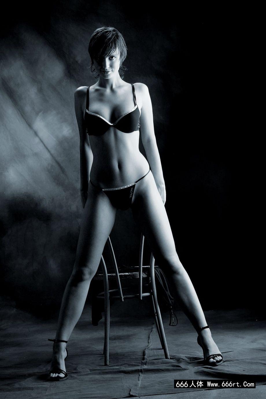 WWW.人体艺术汤,大师级图片师为金伯利拍摄的人体写照