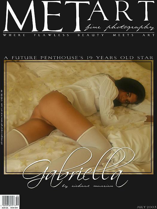 裸模Gabriella宫廷床上的人体写真
