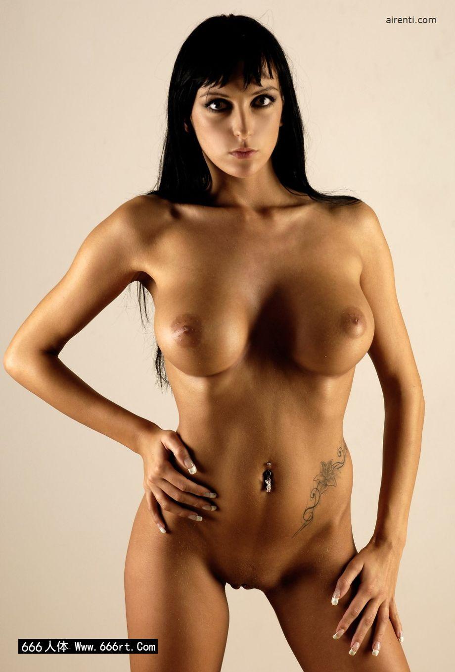 棚拍丰润大尺度的人体美模Elvira