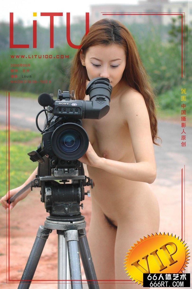 超模丹丹05年5月湖畔外拍人体_中国女人体