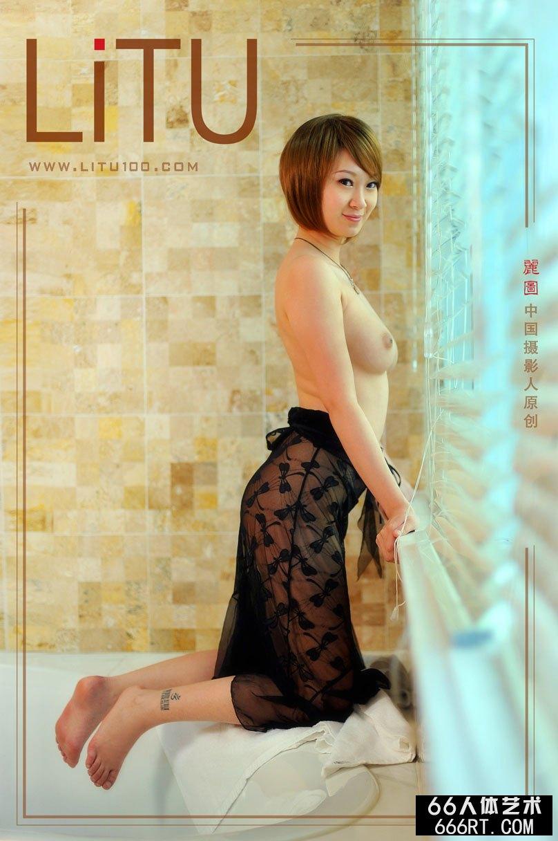美模雯雯室拍超风骚丝袜人体艺术