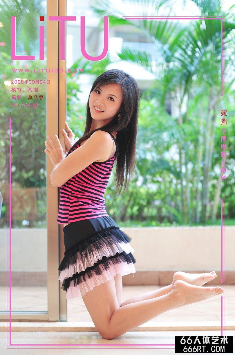 模特湘湘08年9月4日室拍稚嫩短裙写照