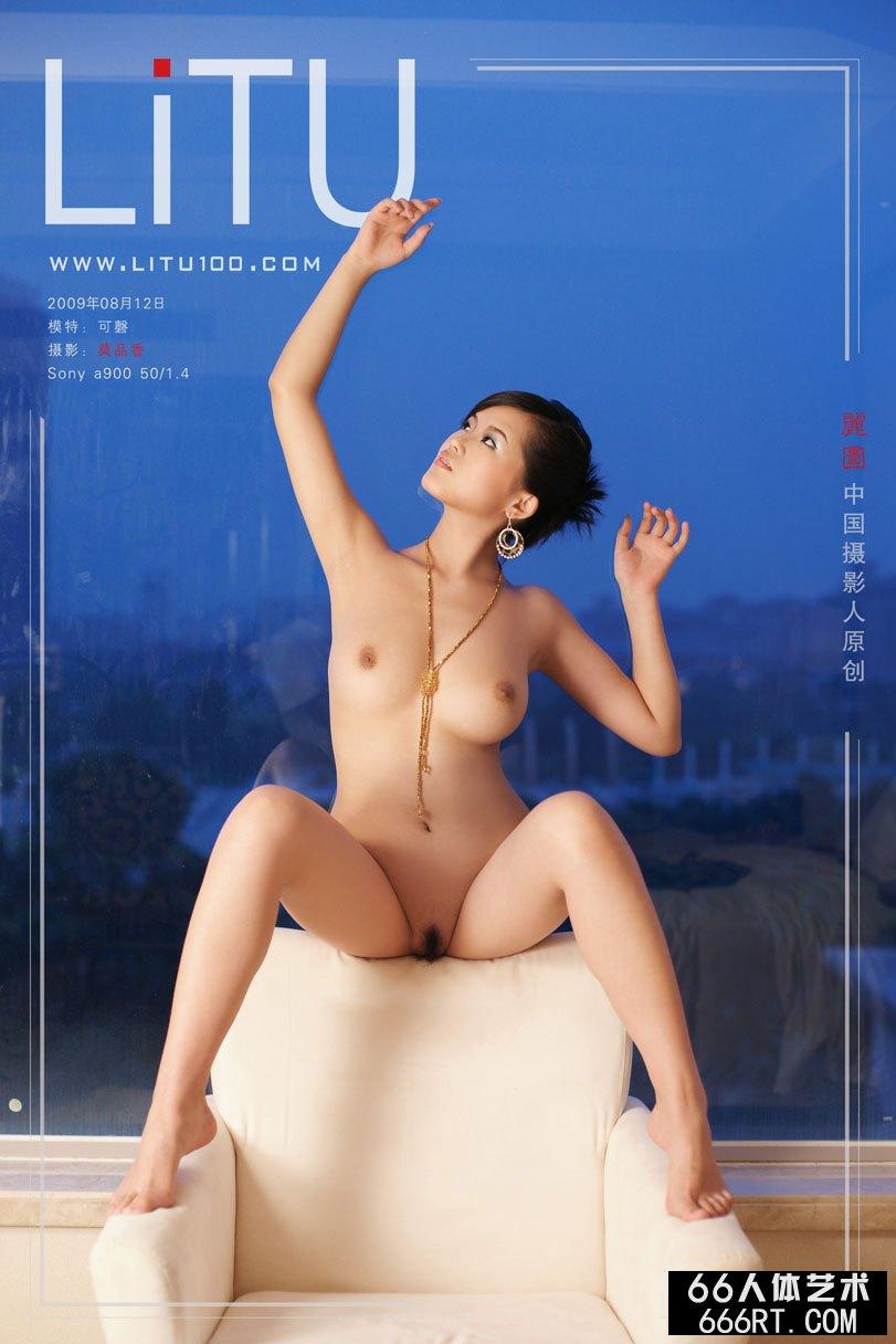 白富美裸模可磬09年8月棚拍完美胴体