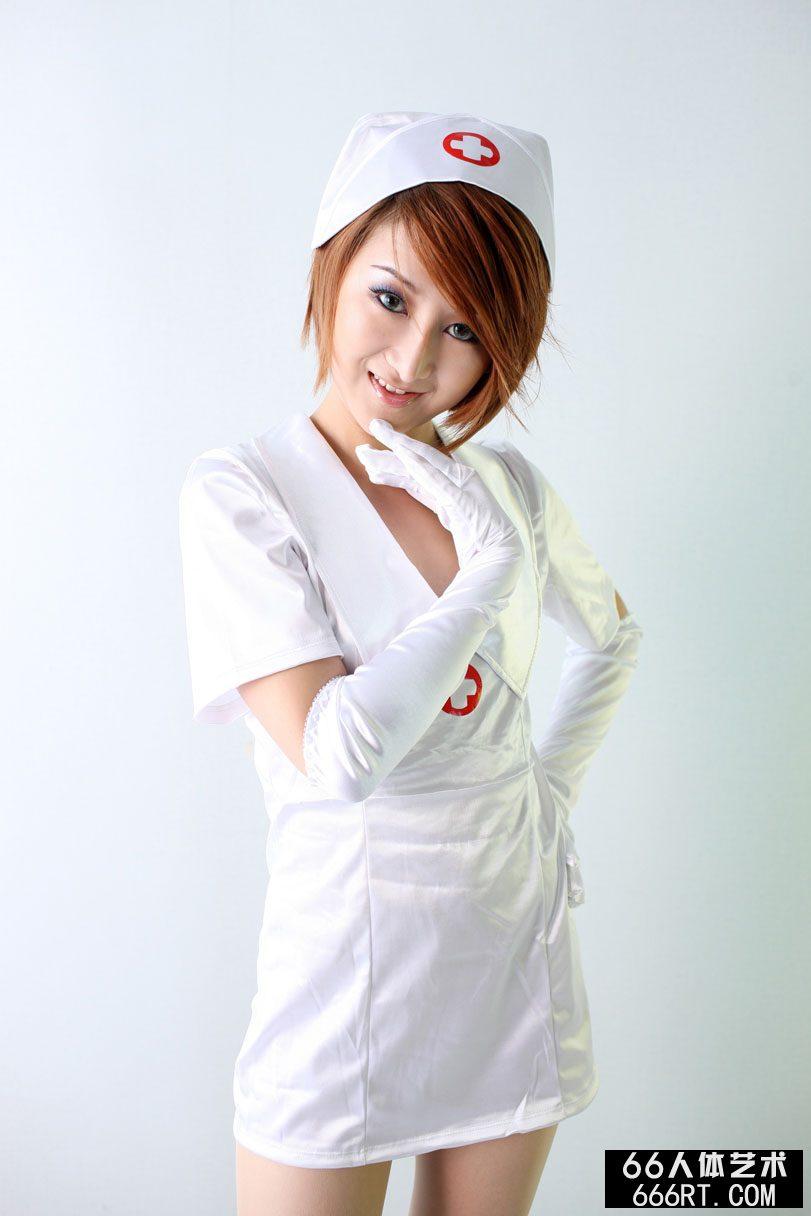 靓模小魔女09年8月29日棚拍妩媚护士装
