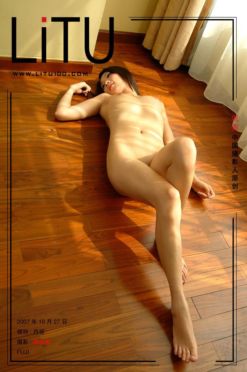 皮肤粉嫩的丹妮07年10月27日室拍_西西人体www44rt.nat