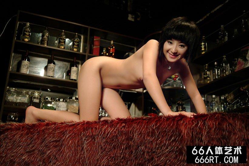 嫩模娇姣07年5月26日酒吧写照