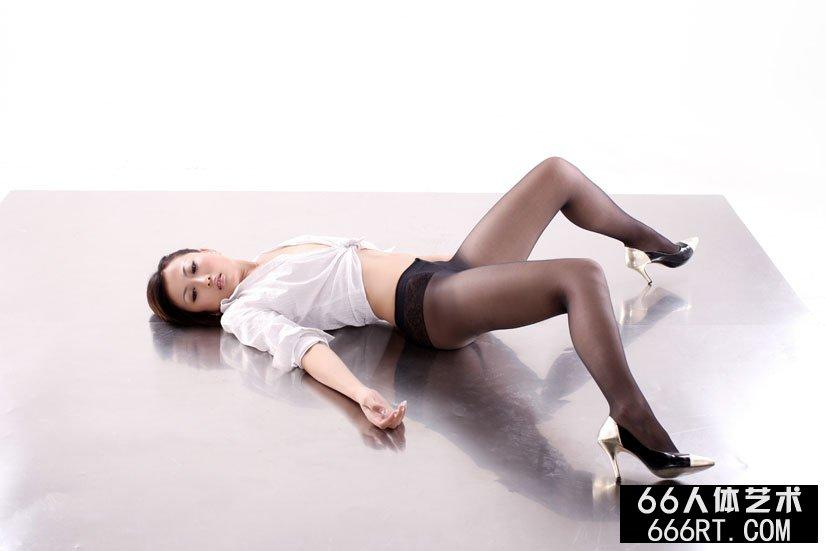嫩模戴娜09年8月25日棚拍黑丝人体
