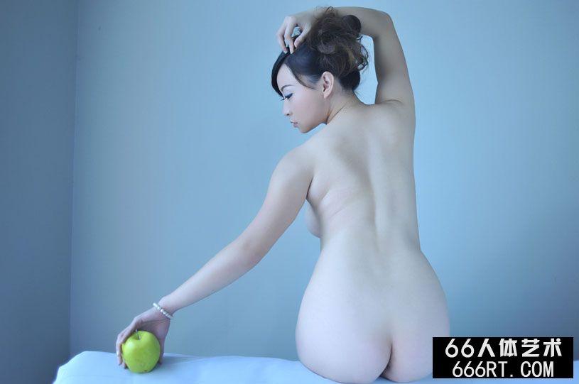 丰美白皙的美萱10年11月8日棚拍精品