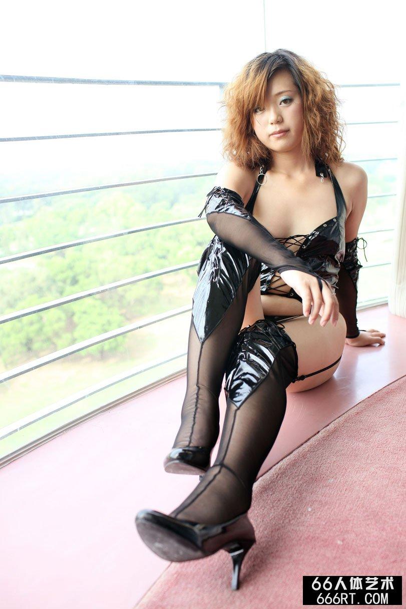 名模莫晨08年11月5日室拍丰润人体_西西人体韩国0735无圣光