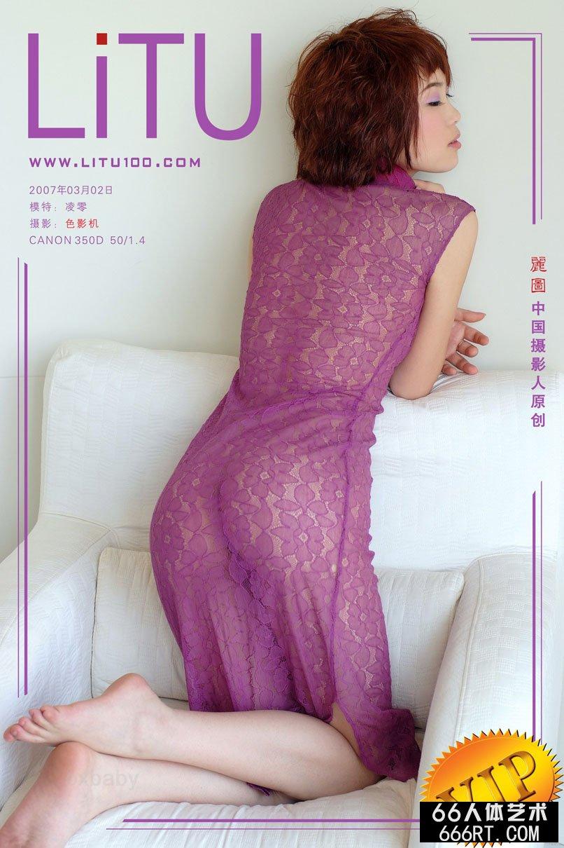 ToKyo日本白�D碧150P_棚拍穿紫色透视旗袍的超模凌零