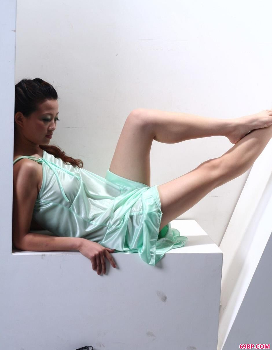 名模颖星写真棚里的性感人体_超大胆中国人艺术棚拍