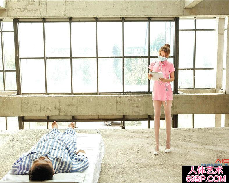 粉红黑丝小护士照顾病人的人体艺术图