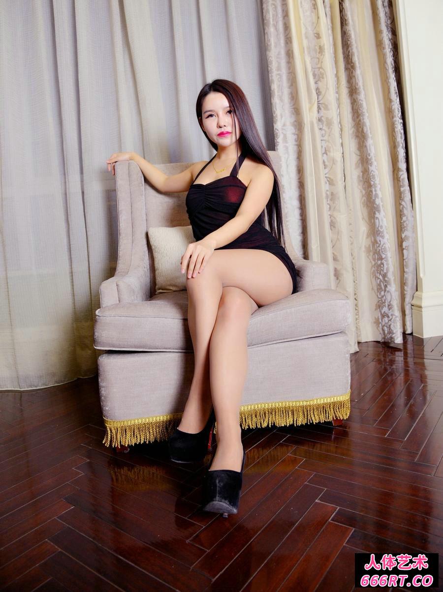 美臀人妻韩美轩秀长腿肉丝