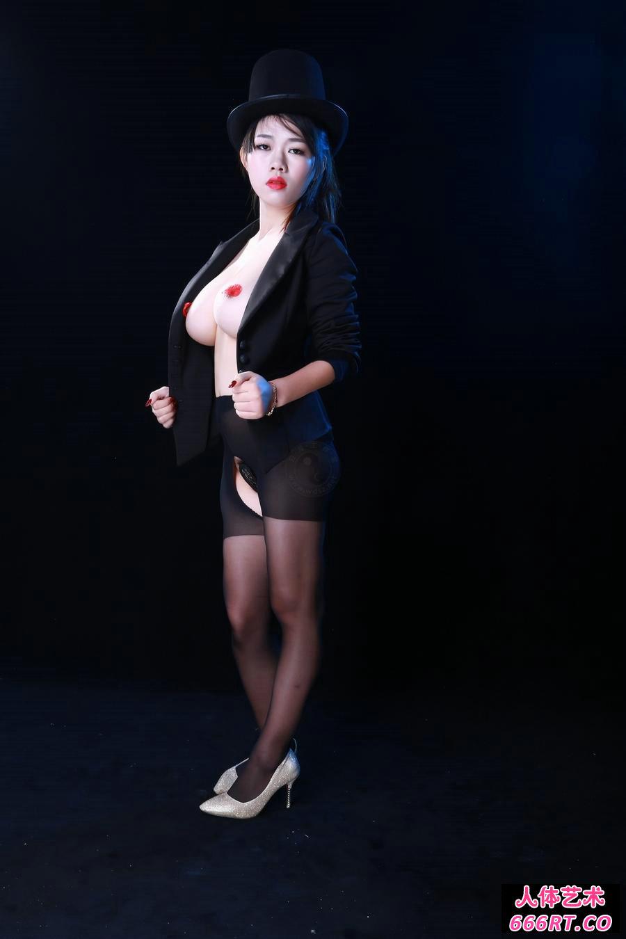 波美人靓的美模阿波棚拍美体艺术