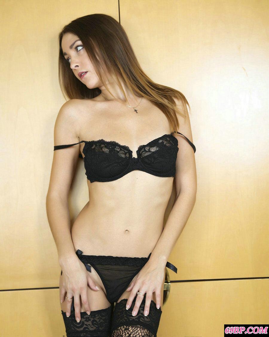 乌克兰美人大胆制服系列肉丝人体摄影