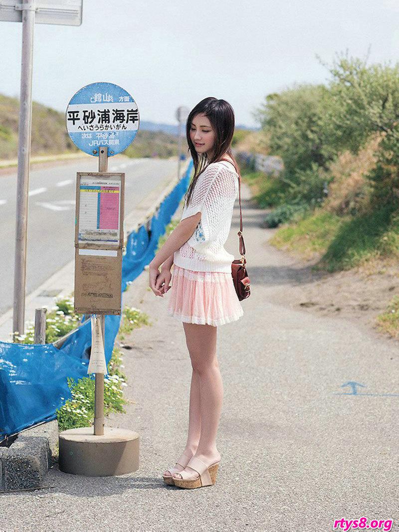 长头发妹子�L�Y香海滩外拍唯美写真