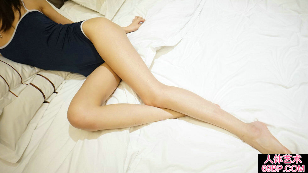 Rosi第2278期秀发美人居家秀绝美身材柔嫩肌肤