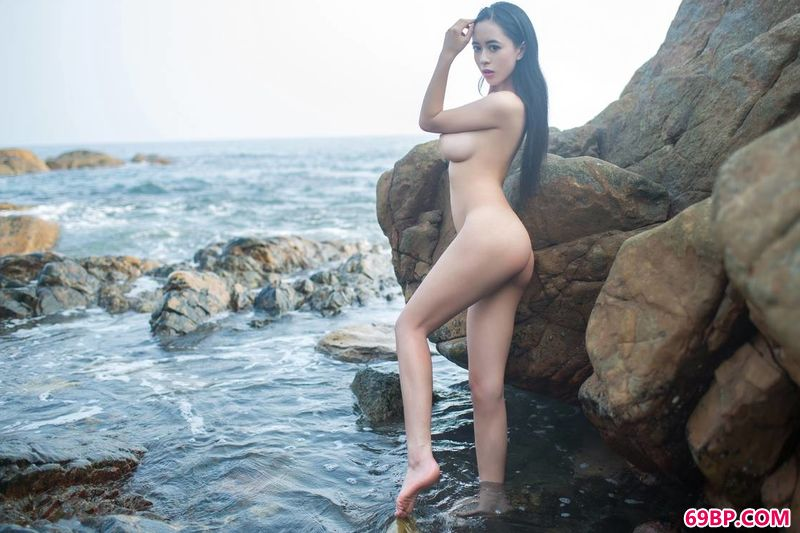 海滩岩石御姐黄可_大胆西西人体