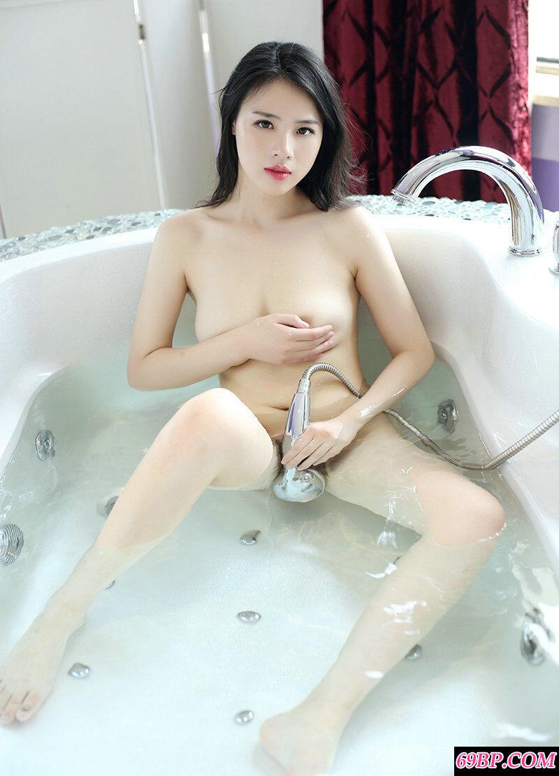 绝品美模舒林培浴室大尺度私拍人体